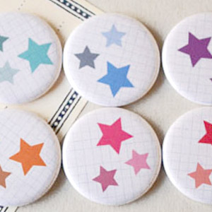Set de 8 aimants ou badges Etoile
