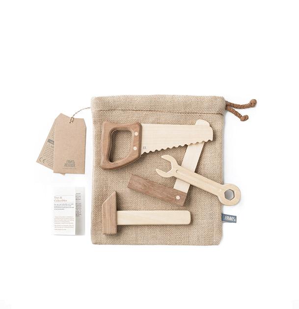 Lot d'outils en bois